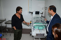 Shah Rukh Khan at the Birthing Centre of Nanavati Super Speciality Centre with Aditya Soi .JPG