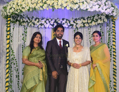 leona-lishoy-at-director-dijo-jose-antony-wedding