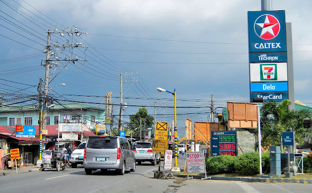 Caltex Corporation set up shop in Lagnas.  Image source:  Ramon FVelasquez [CC BY-SA 3.0 (https://creativecommons.org/licenses/by-sa/3.0)], from Wikimedia Commons.