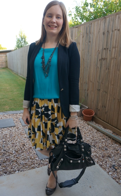 mustard print pleated skirt with turquoise tank and black accessories | autumn business casual outfit awayfromblue