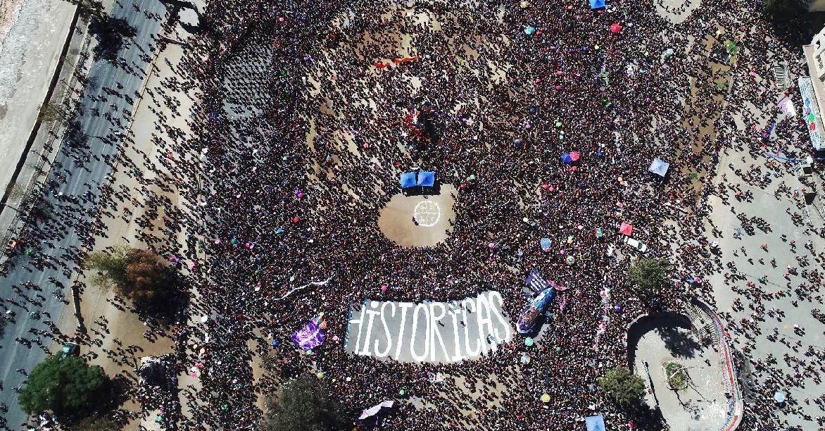 """Brigada demoró dos horas en escribir """"Históricas"""" en Plaza Italia"""