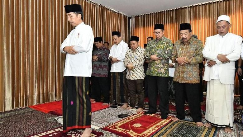 Kunjungi Ponpes Ini, Jokowi Jadi Imam Salat