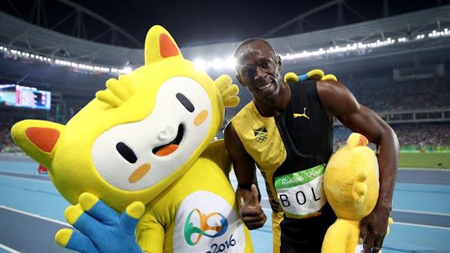 Usain Bolt de Jamaica celebra triunfo en la final de los 100 metros | Rio 2016