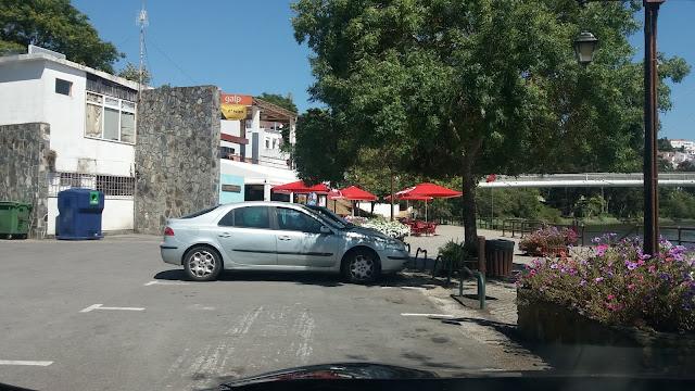 Estacionamento Junto ao Rio Mira