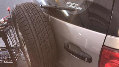 Trabajo de sacabollos y repintado en portón trasero de Ford Eco Sport