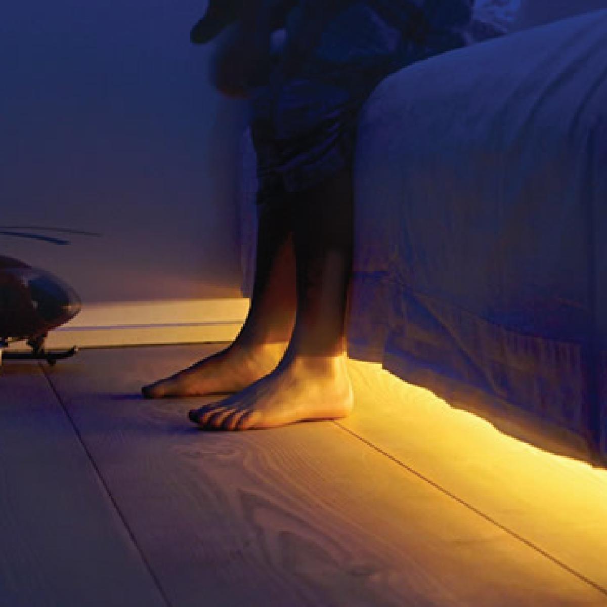 cadeaux 2 ouf id es de cadeaux insolites et originaux une lumi re sous le lit. Black Bedroom Furniture Sets. Home Design Ideas