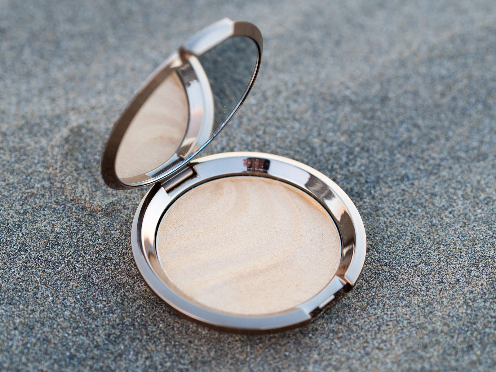 "BECCA ""Gold Lava"" Shimmering Skin Perfector highlighter"