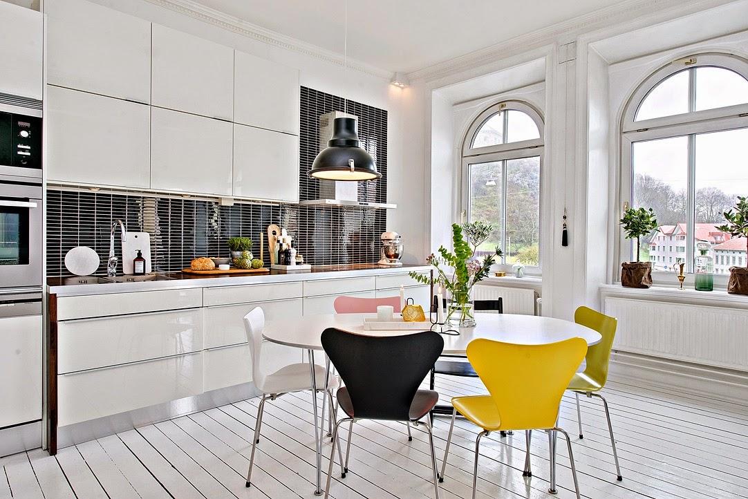 Creative ordinette sedie colorate nella sala da pranzo for Sedie moderne sala da pranzo