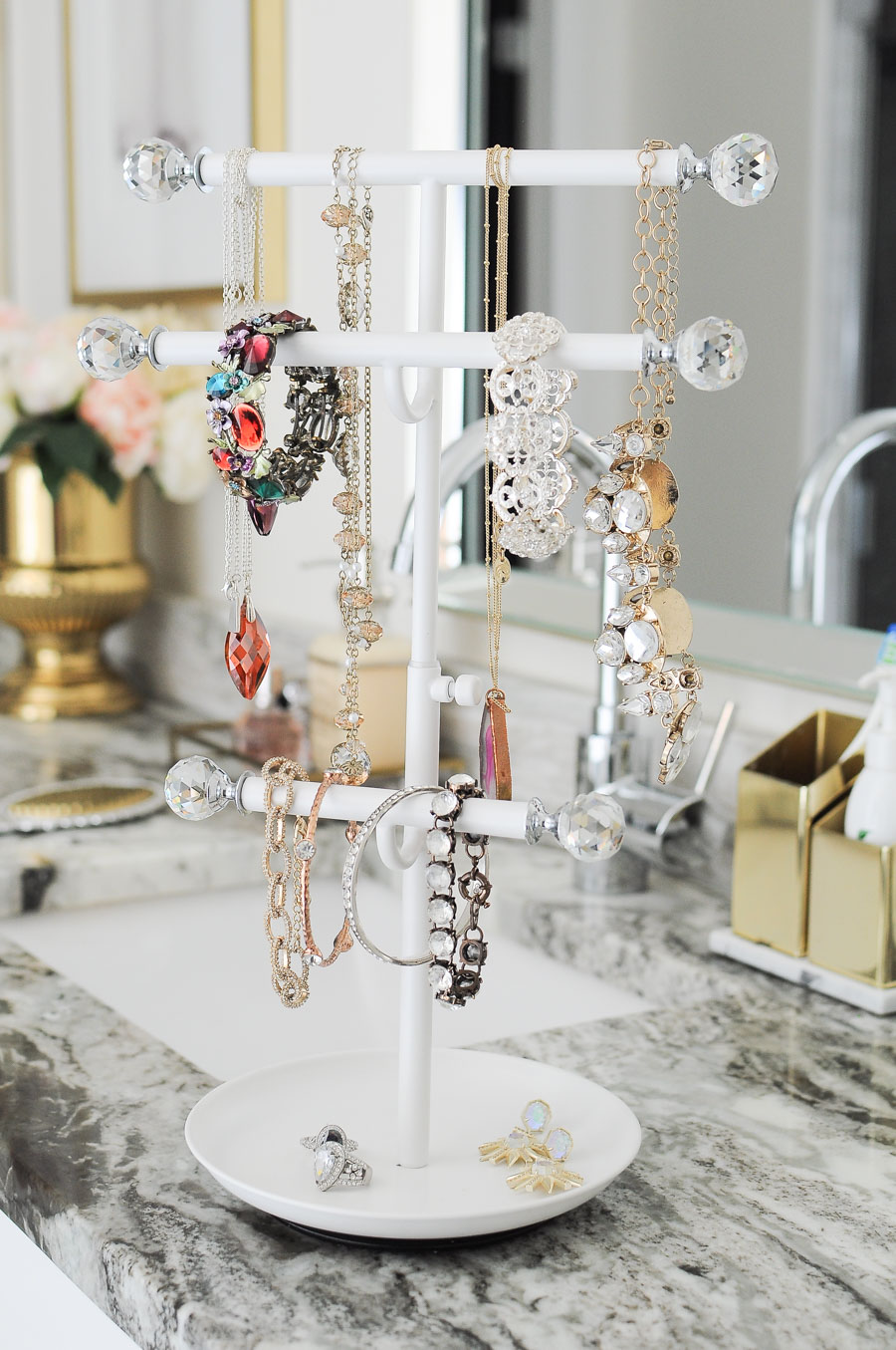 Gorgeous jewelry organization idea for a master bathroom vanity! Perfect countertop decor that is functional and gorgeous.