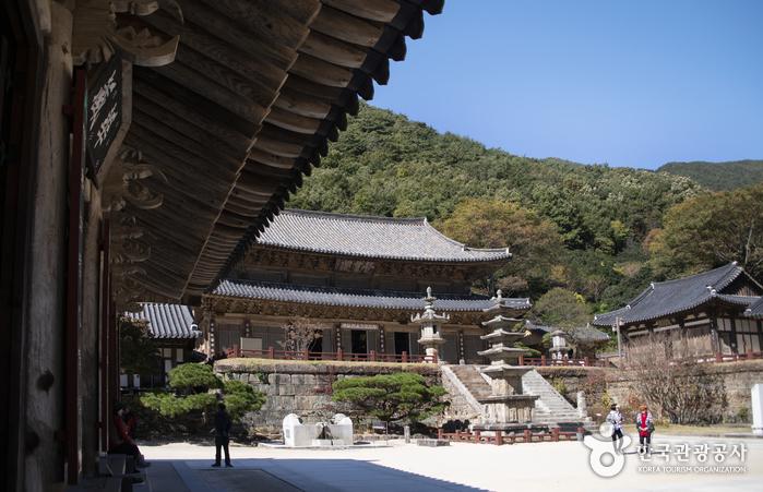 วัดฮวาออมซา (Hwaeomsa Temple: 화엄사)
