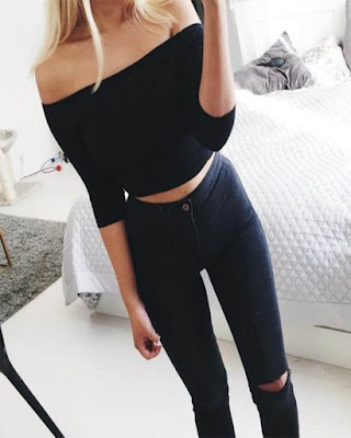outfit negro casual con jeans rotos