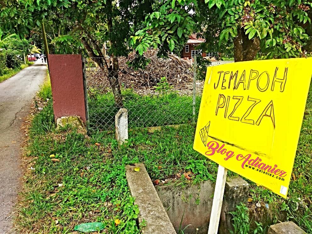Jemapoh Pizza Kayu Api, Kuala Pilah | Pizza kampung bakar atas kayu api yang viral!