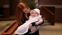 Νονά έκανε αγωγή και ζητάει πίσω τον σταυρό της βαφτιστήρας της!