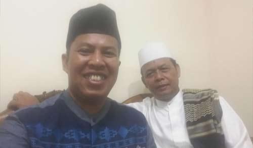 Saya dan Ustad Haji Ahmad Farhan sempat selfi malam itu (1/9) dan mengirimkan foto ini kepada Haji Salman melalui saluran WA yang juga baru pulang dari melaksanakan Ibadah Haji tahun ini. Foto Selfie