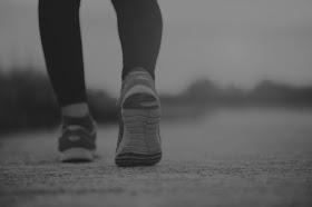 المشي ليلا وفوائده الصحية