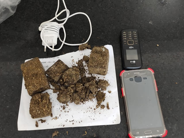 Policiais penais apreendem droga, carregador e celulares arremessados para Presídio Padrão de Cajazeiras