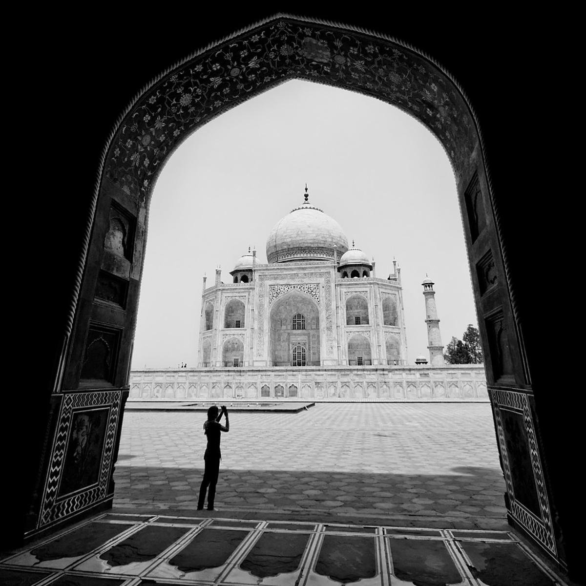 Memaksimalkan Komposisi Foto Landscape masjid dalam hitam putih
