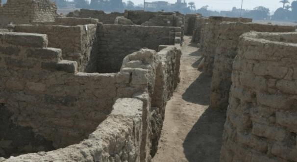 مصر تستعد لعرض اكتشافها الجديد لمدينة أثرية يفوق عمرها 3 آلاف سنة