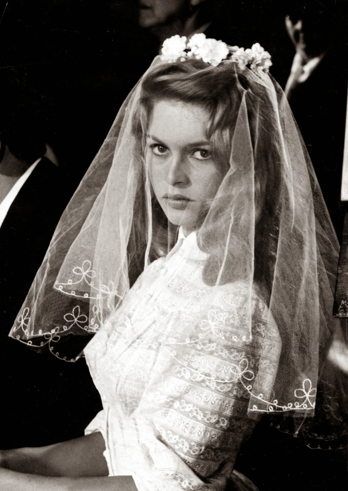 The Perfect Veil For 1950s Wedding Dresses Heavenly