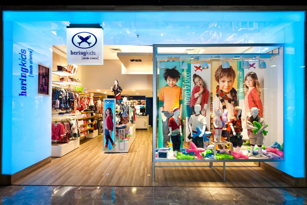 b36d5e13e O ponto escolhido foi o maior shopping da cidade de Curitiba