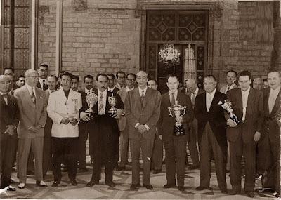 Jugadores y autoridades del XXI Campeonato de España de Ajedrez 1956