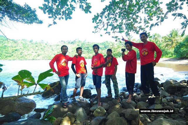 Tim ekspedisi Pantai Nglarap