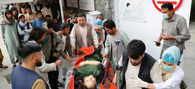 A bomb blast near a school in Kabul has killed at least 30 people and injured more than half thousand