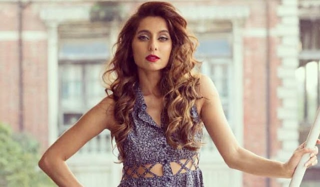 """Seeing the PHOTO of the Anusha Dandekar, the user said, """"You have to send a bra, you have got a strong reply."""