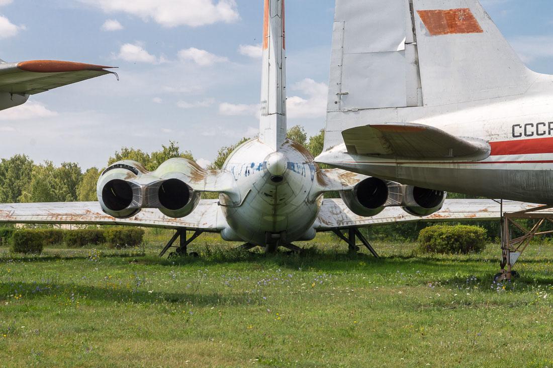 Самолёт Ил-62 вид сзади