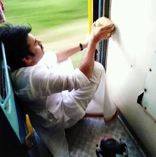 Pics: Pawan Kalyan's Train Journey - Pawan kalyan Latest Photos