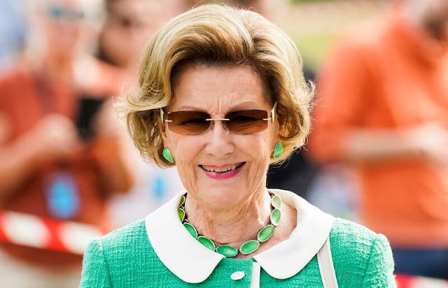 Norwegian Veterinary Institute. Queen Sonja wore a green tweed jacket and white trousers, green stone necklace and earrings