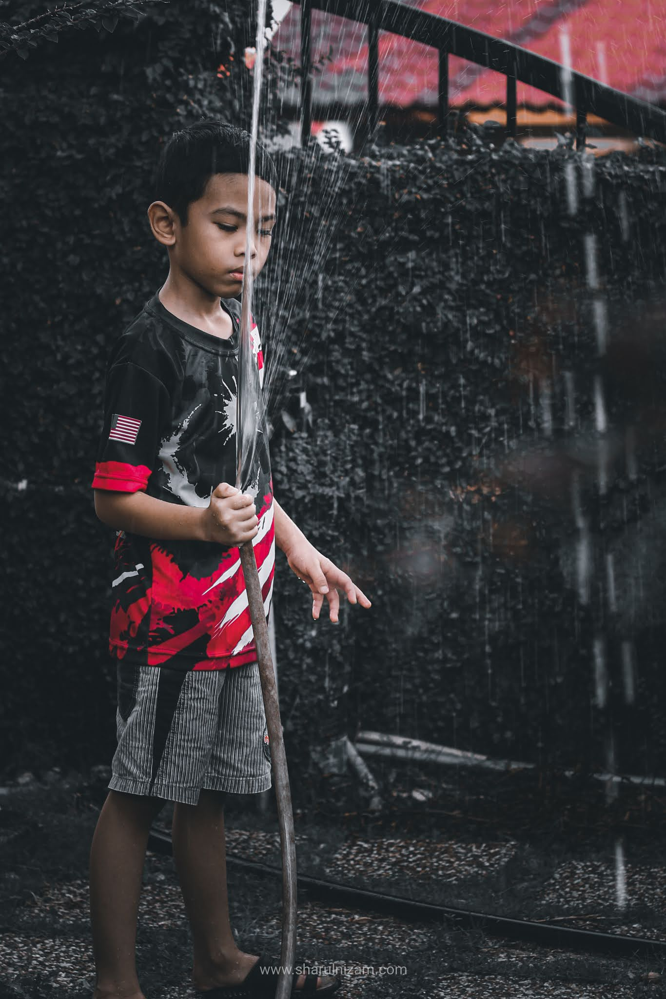 Gambar Hafiz Dengan Preset Black Tones