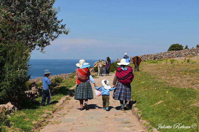 Île d'Amantani sur le lac Titicaca au Pérou