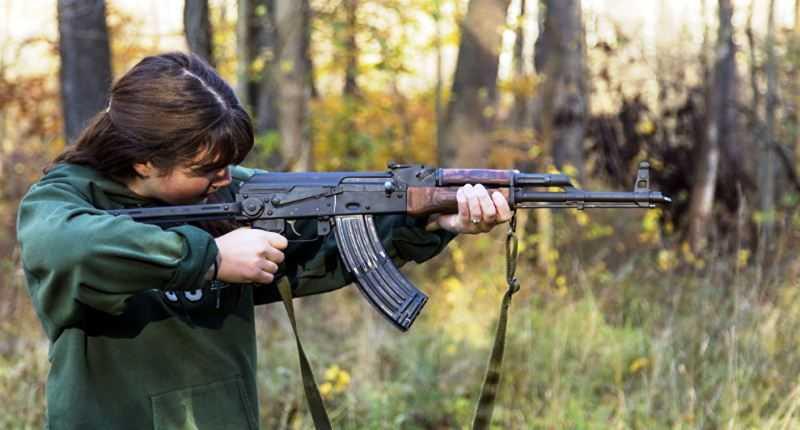 Wanita dan AK-47