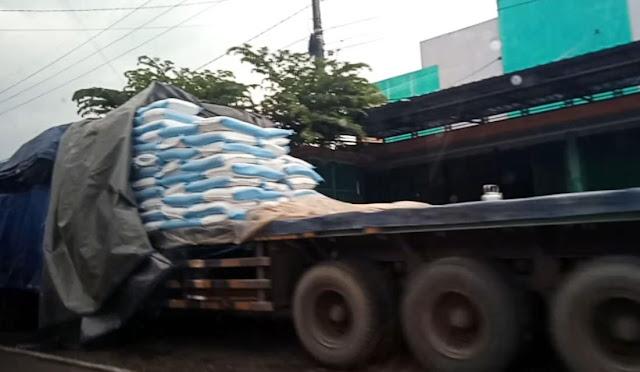 Pendistribusian gula rafinasi di Lumajang