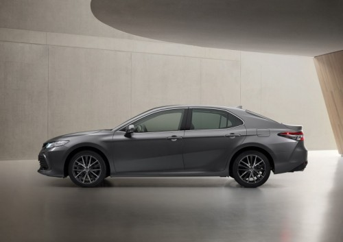 toyota-camry-hybrid-2020-lateral