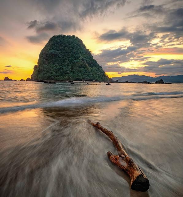 sejarah pulau merah banyuwangi
