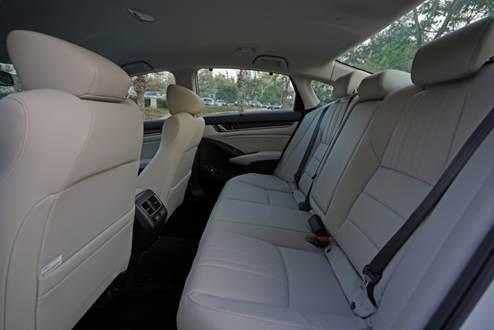 Interior belakang sedan accord 2019