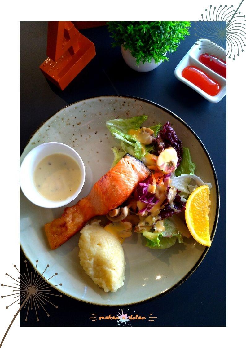 norwegian salmon steak by posin cafe