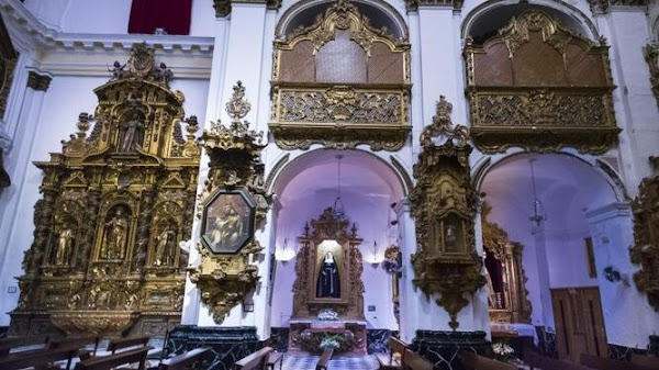 Coronavirus en Cádiz: La Policía Local cierra la iglesia de Santiago
