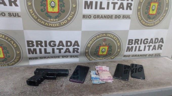 Trio é preso com carro roubado em Gravataí