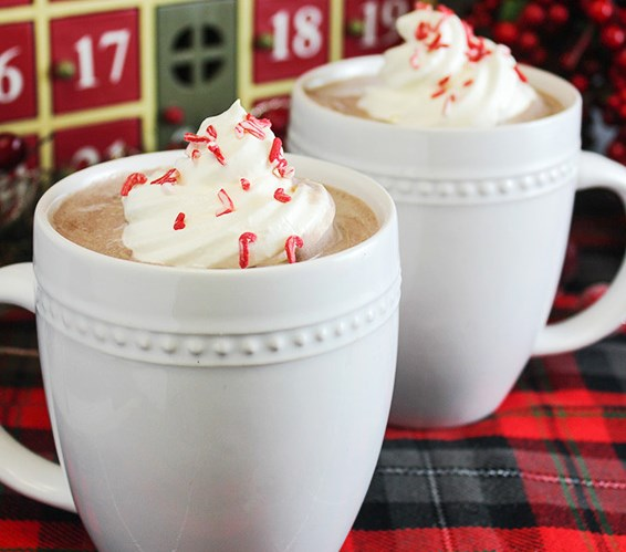 Peppermint & Whipped Vodka Hot Chocolate Recipe #drinks #cocktails
