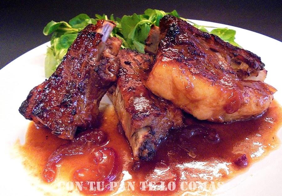 Costillas de cerdo con salsa de ciruelas