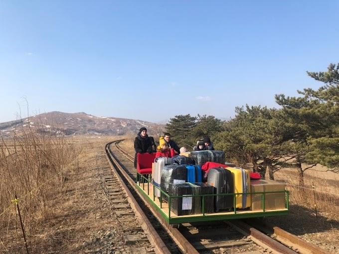 Vasúti platót tolva tértek haza a phenjani orosz követség diplomatái
