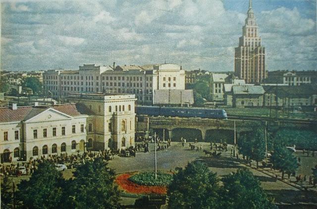 1958-1959-й годы. Рига. Улица Гоголя. Старое здание Центрального ж/д вокзала.