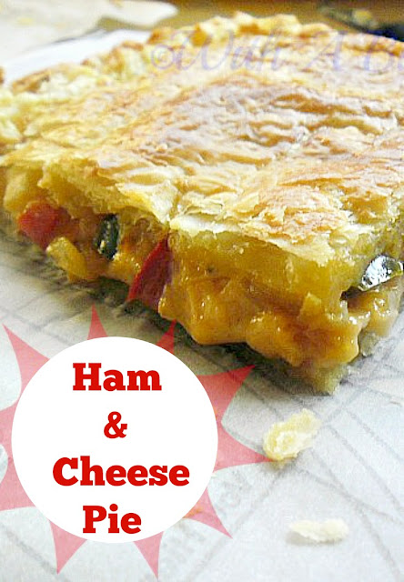 2 Rolls of Puff-Pastry with a delicious filling makes this Ham and Cheese Pie the perfect weekend food !