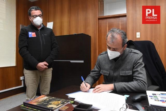 Firmaron contrato La Vara-Senda Sur