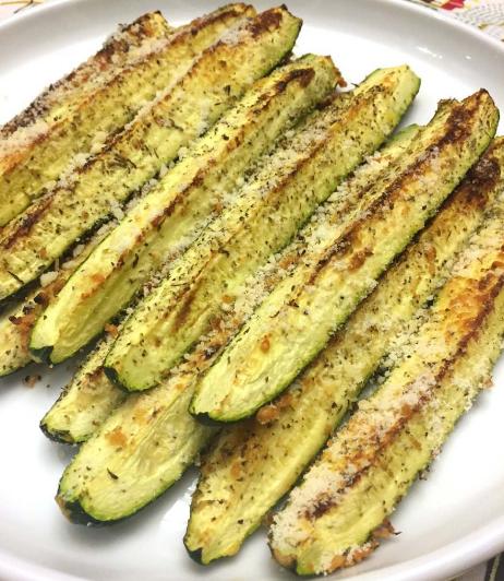Baked Parmesan Garlic Zucchini #healthydinner #recipes #vegetarian #vegan #easy