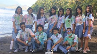 Warna - Warni Perayaan Kelulusan Siswa - Siswi di Desa Lamalota