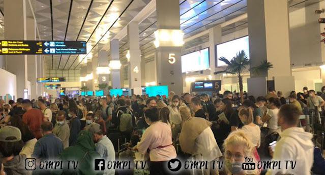 Viral Ada Foto Wisatawan Penuhi Bandara Soekarno-Hatta